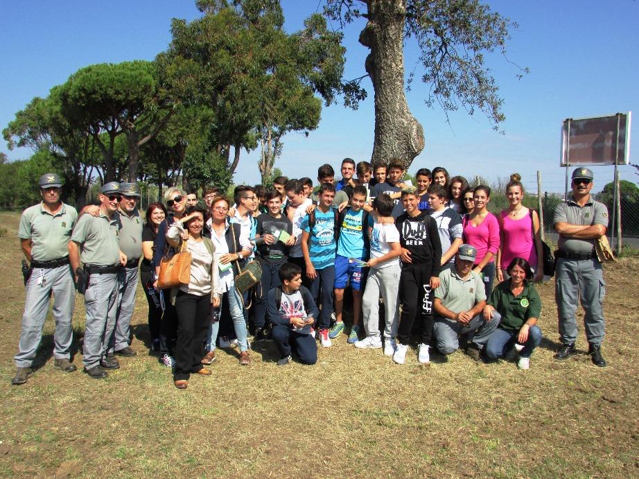 Gli studenti dellIIS Cardarelli con il personale del Corpo Forestale