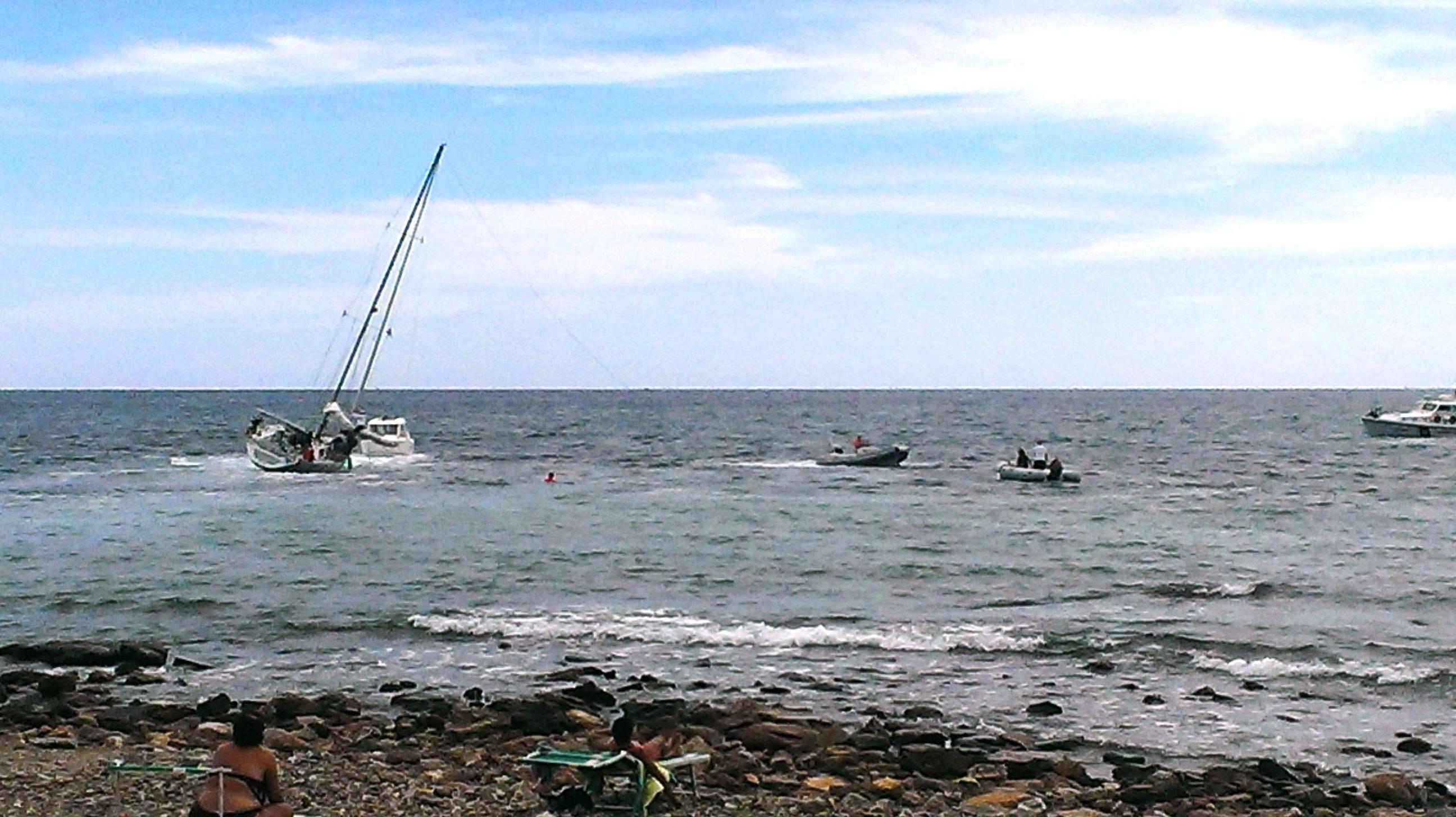 guardia costiera imbarcazione incagliata