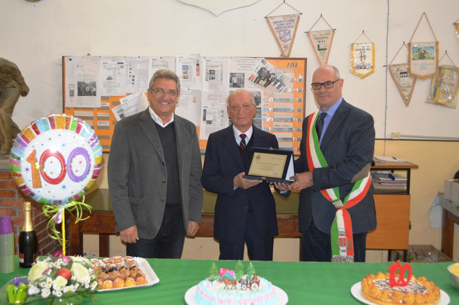 Gino Casetta con il sindaco Mazzola e l'assessore Leoni