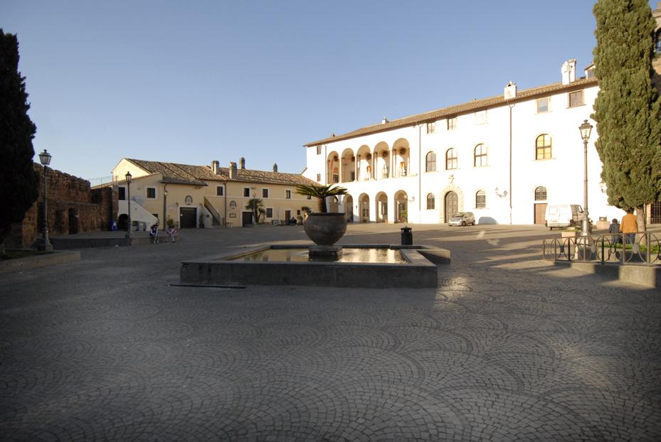 cerveteri-piazza-del-castello-ruspoli
