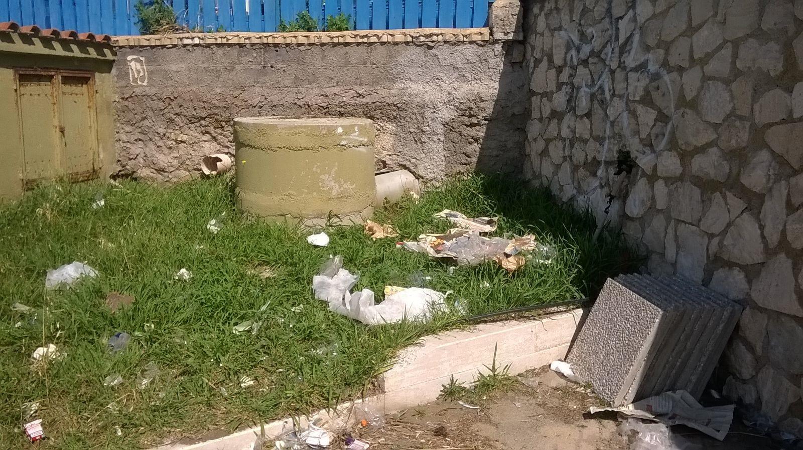 viale spazzatura dopo street food