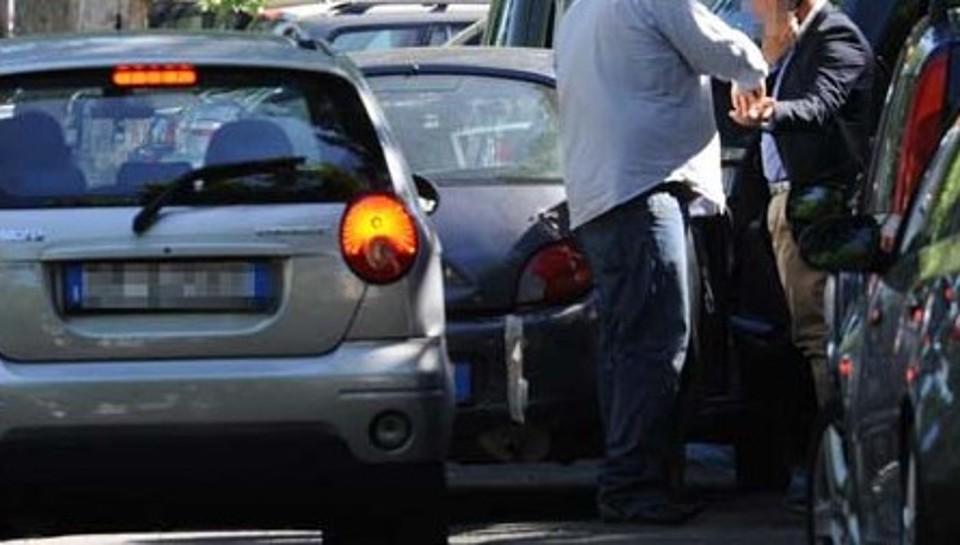 Parcheggiatori-abusivi-10