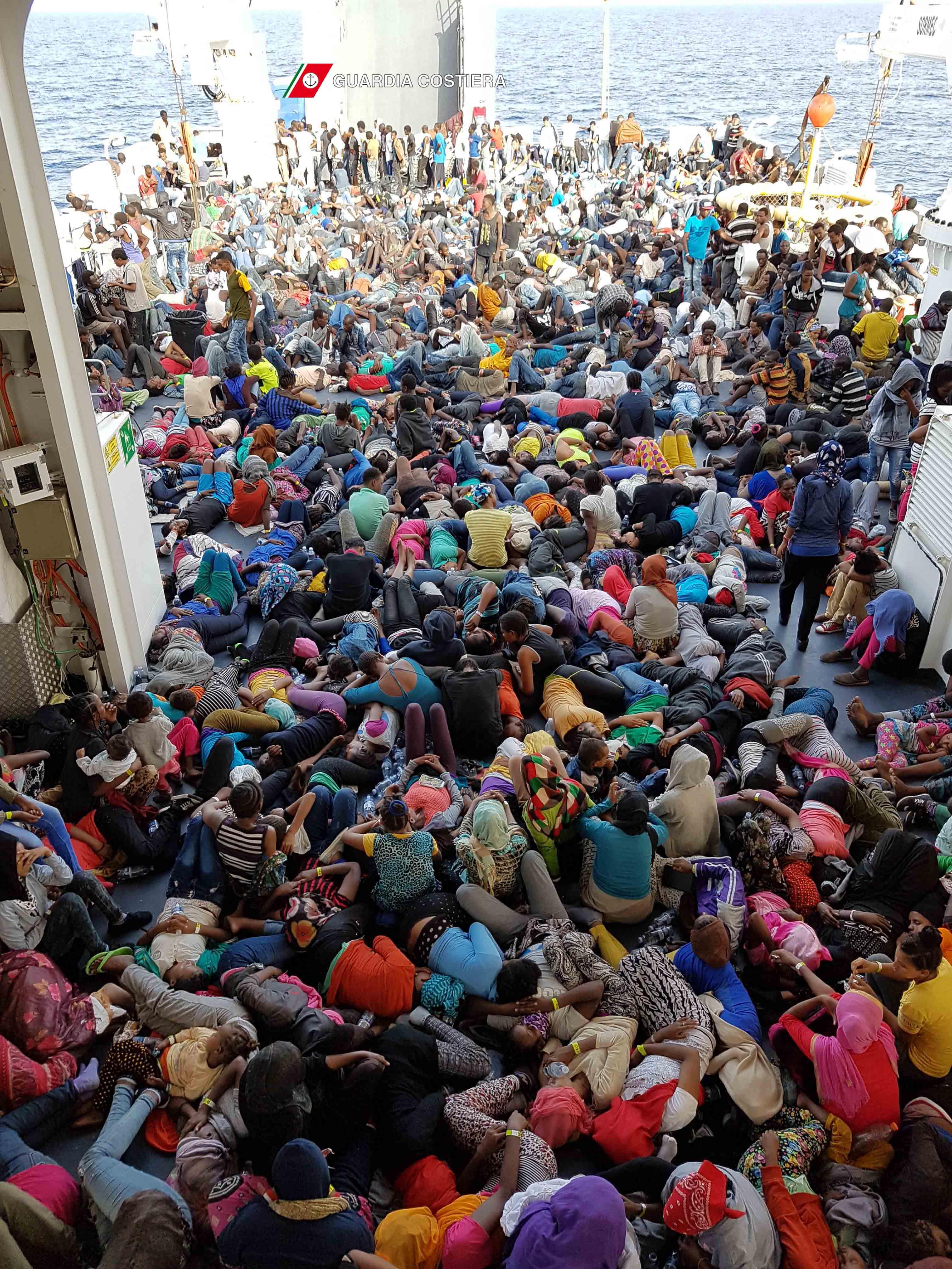 migranti guadia costiera