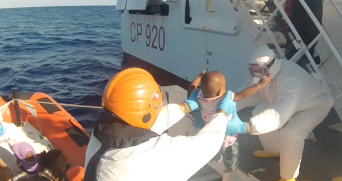 guardia costiera migranti