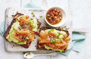 tartine di pane di segale alla scandinava
