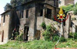 vigili del fuoco incendio allumiere (2)