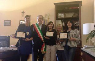 il sindaco Mencarini con le vincitrici