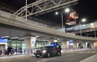 I controlli dei Carabinieri all'aeroporto di Fiumicino (1)