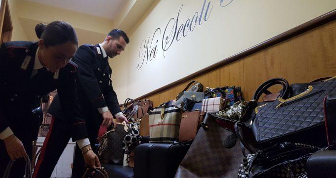 CENTRO - La merce sequestrata dai Carabinieri (2)