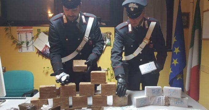 FRASCATI - La droga sequestrata dai Carabinieri (2)