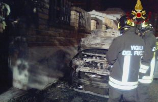 incendio auto civitavecchia