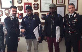 Il Cap. Tamorri, C.te della Compagnia Carabinieri di Castel Gandolfo, si è voluto complimentare con i due cittadini nig