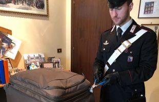 CENTRO - Il trolley recuperato dai Carabinieri (2)