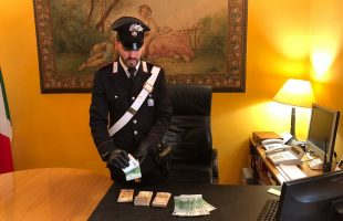 CENTRO - I soldi recuperati e restituiti alla vittima (2)