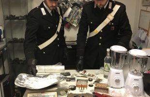 EUR - La droga e il materiale sequestrati dai Carabinieri (2)
