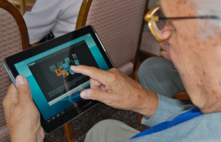 anziani-e-tablet